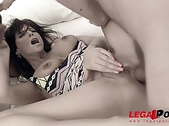 Sexy Milf whore Syren de Mer swallows 4 cumshots after Hardcore DP