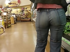Candid PAWG MILF with amazing ass