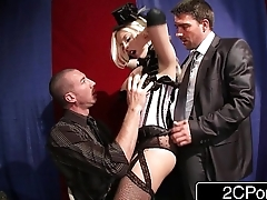 Bimbo Britney Amber Pleasing the Horny Audience with a Live-Action Sex Show