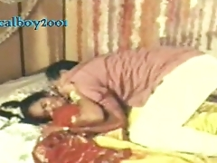 Mallu woman synthetic on suhagrat by husbands boss